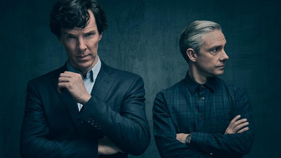 """Sherlock Holmes este unul dintre cele mai îndrăgite şi populare personaje ale literaturii universale. De-a lungul anilor, el le-a adus inspirație scriitorilor și regizorilor. Un număr impresionant de filme și de seriale i-au fost dedicate, dintre care amintim """"Sherlock"""", difuzat de AXN. A sosit însă timpul să dezvăluim cele mai intime secrete ale acestui personaj genial. (BBC)"""